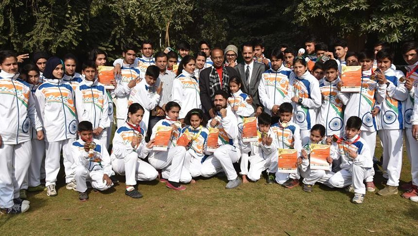 Group photo with Vijay Goel, Minister of Youth Affairs and Sports.